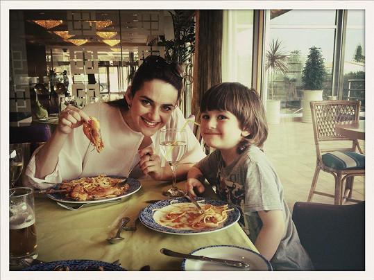 Libuška Vojtková si se synem užívala víkend v Řecku.