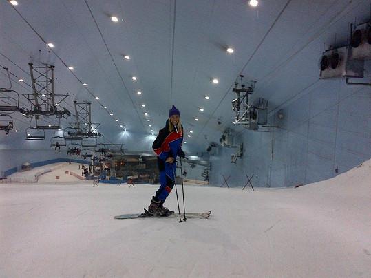 V nákupním centru Mall of the Emirates lyžovala Diana na nejdelší kryté sjezdovce na světě.