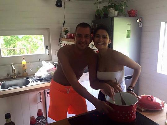 Vlaďka Erbová vařila s kamarádem Karlem guláš. Snažila se zapomenout na nepříjemné životní období.