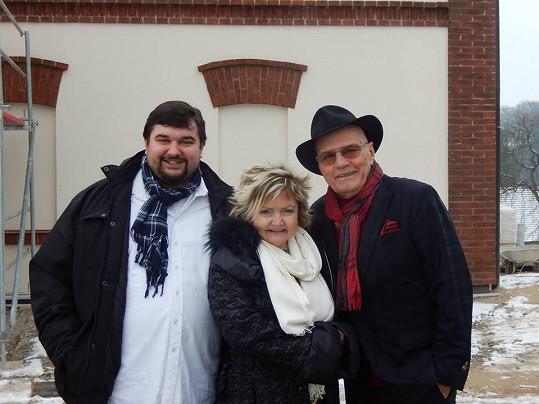 Nový seriál natáčí s Janem Přeučilem a Evou Hruškovou.