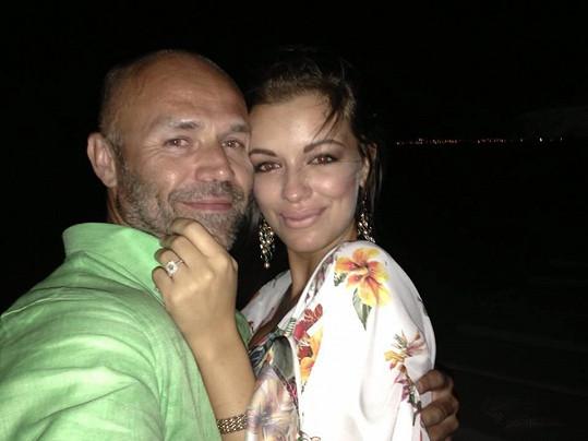 Mirek Cipra a Jitka Válková se zasnoubili na Rhodosu.