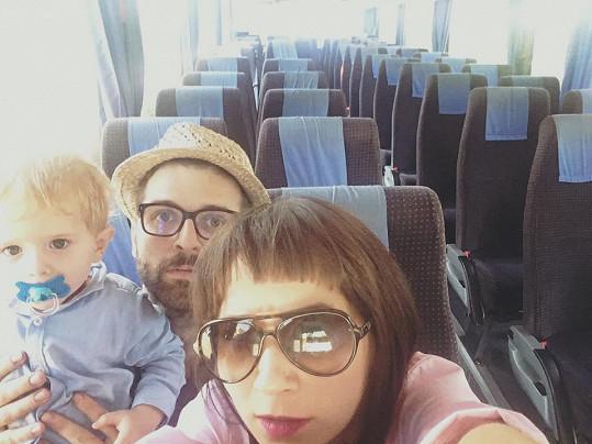Do jimi vybraného hotelu prý jeli z celého autobusu sami.