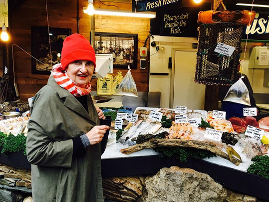U rybích specialit na londýnském trhu ve čtvrti Borough