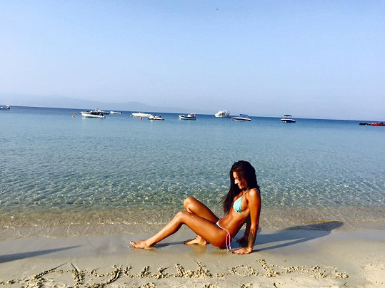 Melinda se odjela slunit do Řecka.