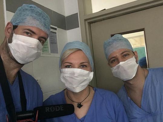 Několik hodin po příletu šel na operační sál.