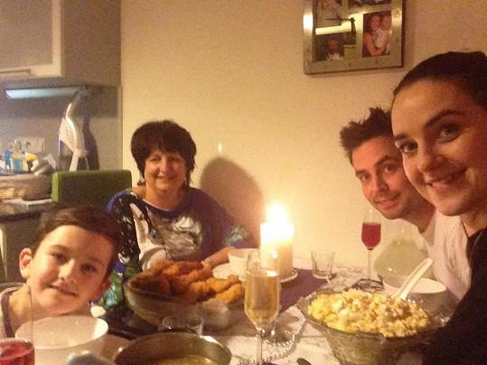 Společná večeře s Libuščinou maminkou.