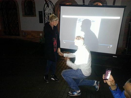 Radek Smoleňák požádal Hanu Věrnou o ruku.