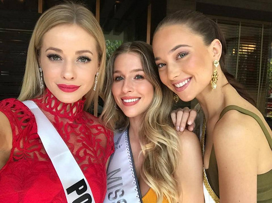 s kamarádkami, Miss Slovensko a Miss Polsko.