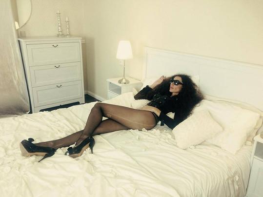 Olga Lounová zapózovala v posteli. O většinu svých sexy fotek ale přišla.
