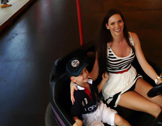 Andrea Verešová vyrazila se synem na autodrom.
