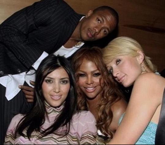 Nick Cannon se podělil o archivní záběr s Kim Kardashian, Lil'Kim a Paris Hilton.