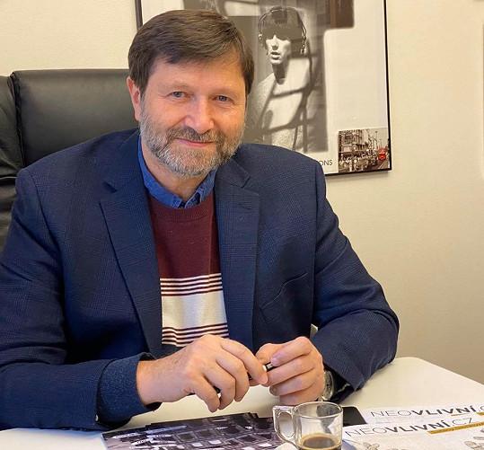 Jan Hrušínský se omluvil za výrok o lehké chřipce.