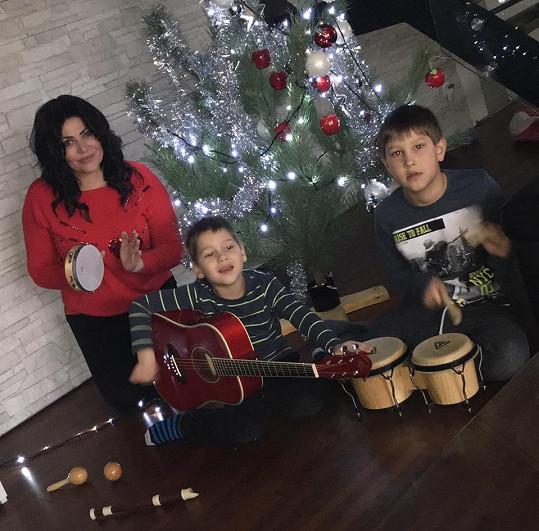 Synové Daniel a Dominik jsou prý muzikální...