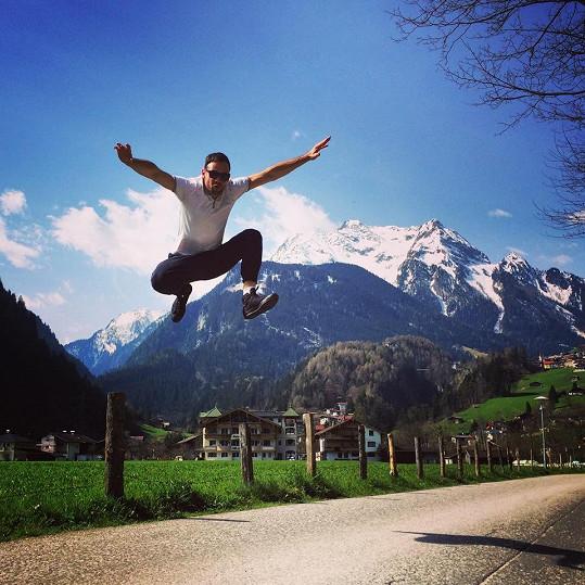 Jsem horskej, Alpy a lyžování miluju! říká Michael. Věříme.