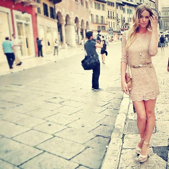 Nikol v ulicích romantické Verony