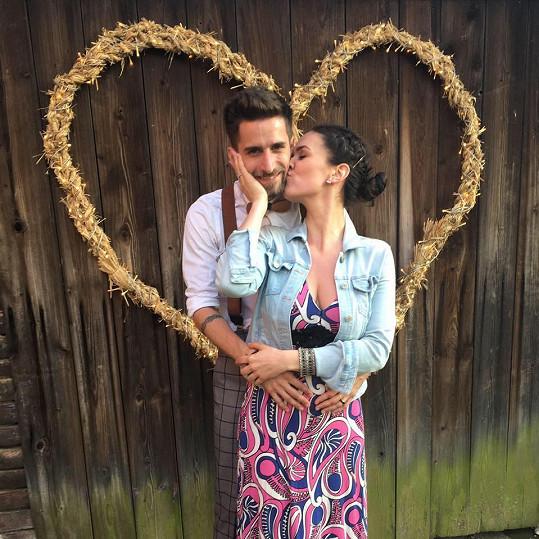 Tomáš se svou přítelkyní Dorotou se brzy stanou rodiči.