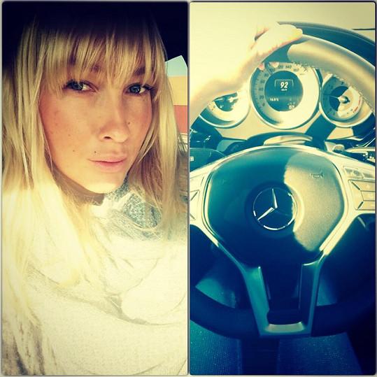 Dominika Mesarošová tráví za volantem hodně času.