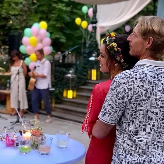 Lilia Khousnoutdinová a Karel Janeček slavili zároveň narozeniny i zásnuby.