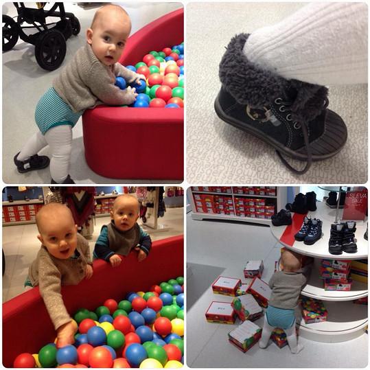 Quentin pomalu začíná chodit a má své první botičky.