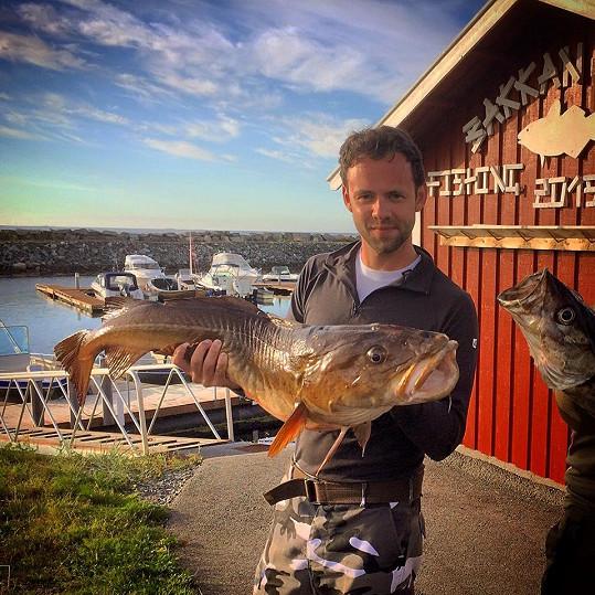 Jako každý rok byl také v Norsku na rybách.
