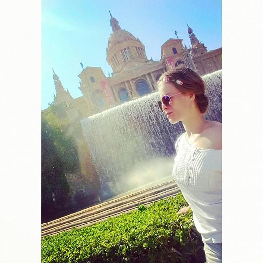 Barcelona je její oblíbenou destinací.