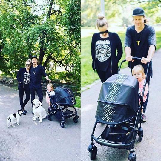 Tomáš Klus s rodinkou