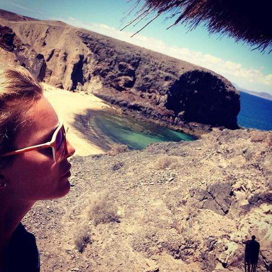 """Na Lanzarote nechybí sopečná """"měsíční"""" krajina, palmové oázy ani písečné duny."""