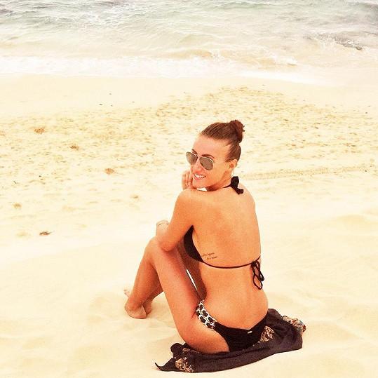 Pláže si užívala šestnáct dní.