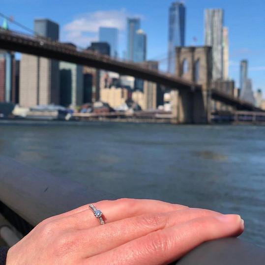 Teď jsou v New Yorku, kde ji Filip požádal o ruku.