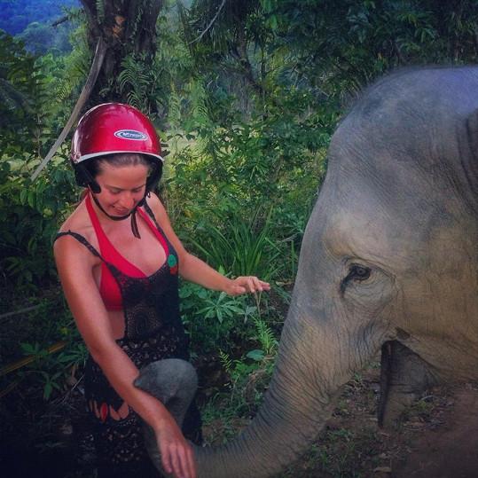 Emma si slona opravdu oblíbila.