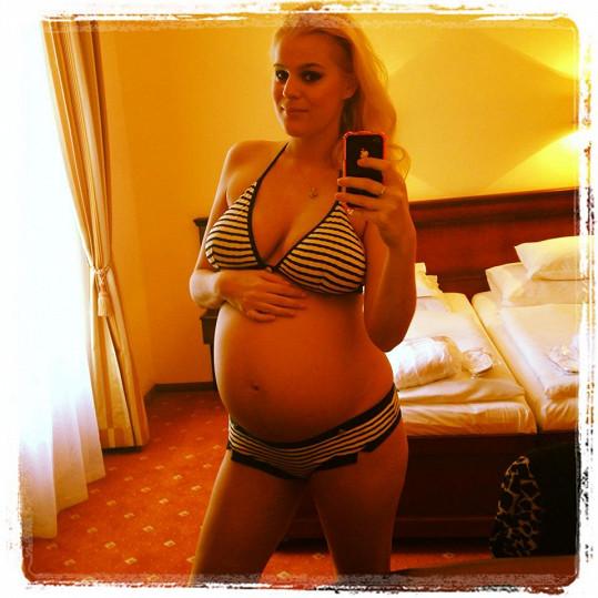 Ornella se před zrcadlem vystavovala i v těhotenství.