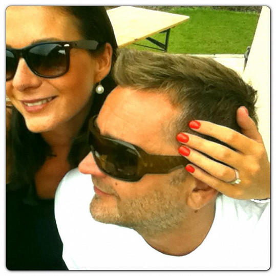 Tereza Zimová se zasnoubila s přítelem Jardou Haštavou a ukázala zásnubní prsten.