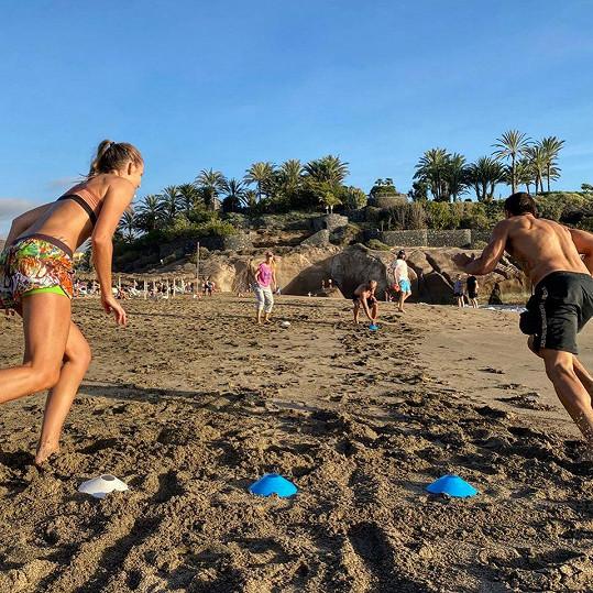 Zápolili v písku.