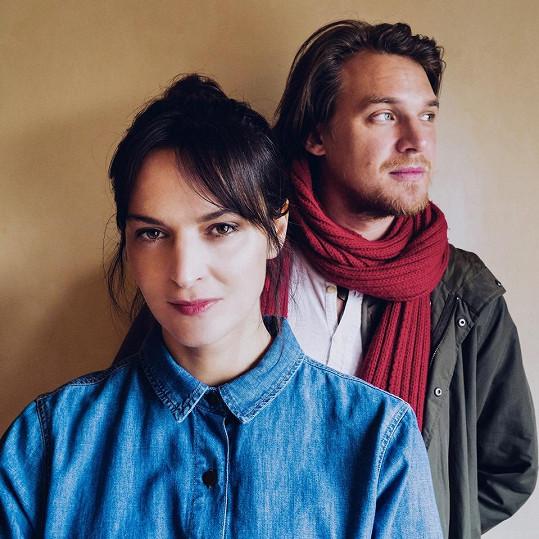 S Vojtěchem Dykem Jana Kirschner natočila píseň a klip Na okamih.