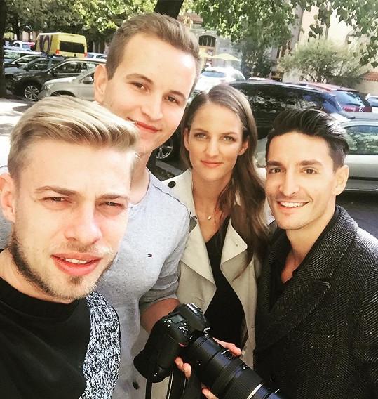 Karolína Plíšková s Michalem Hrdličkou a produkcí