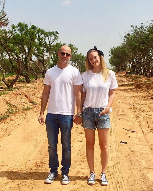 V roce 2015 si modelka vzala bohatého podnikatele Adiho Ezru.