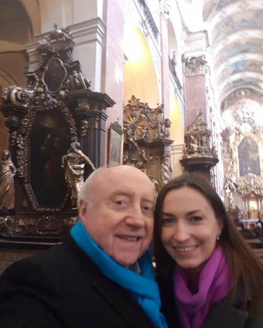 Felix Slováček si s Lucií Gelemovou užíval druhou adventní neděli v kostele.