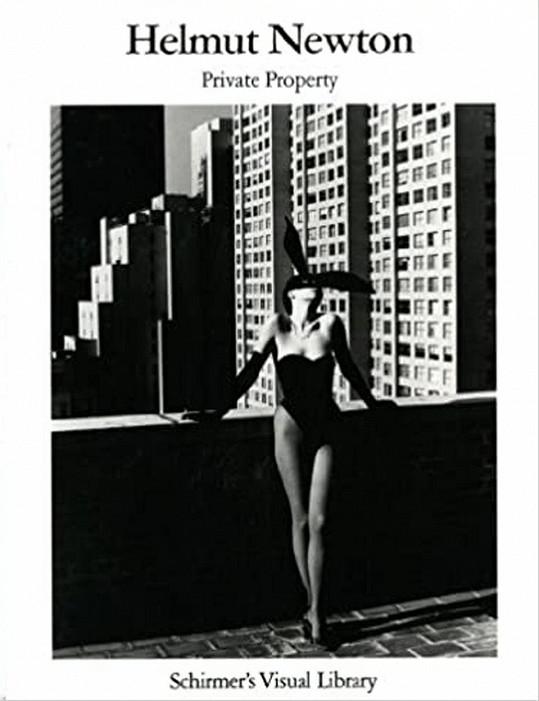 Elsa Peretti viděna objektivem slavného fotografa Helmuta Newtona.