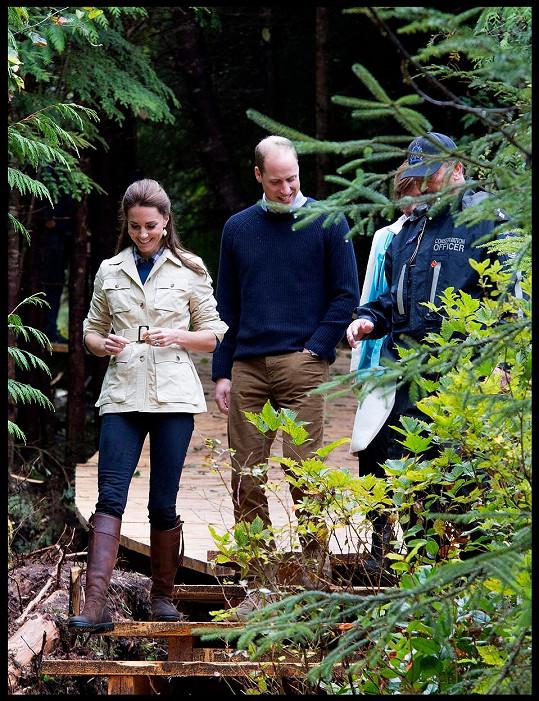 Oblíbené kožené boty si vzala i do kanadské oblasti Bella Bella.