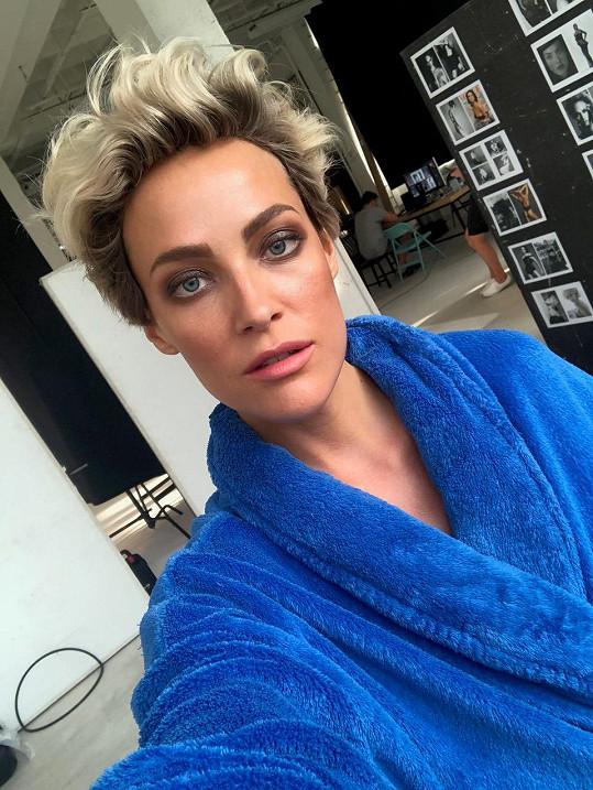 Kateřina Sokolová jako blondýnka