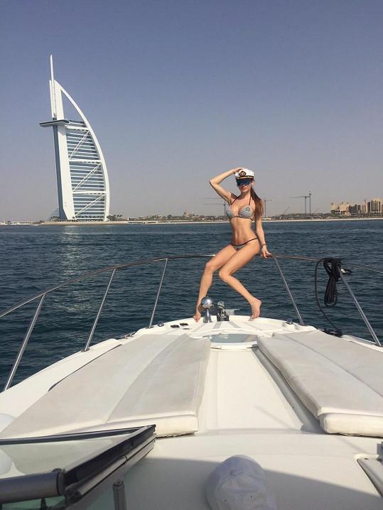 Jeden den pobytu věnovala modelka focení propagačních materiálů Dubaje.