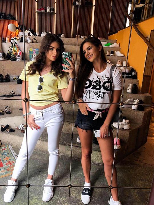 Obě sestry by se mohly život modelingem.