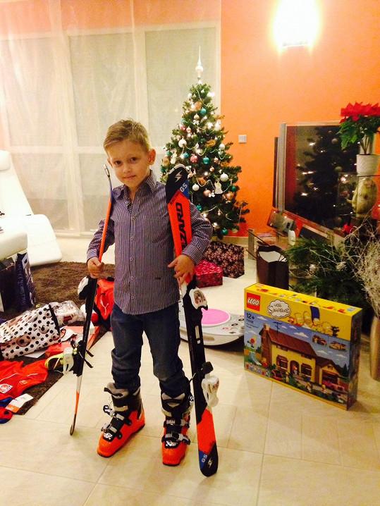 Největší radost měl Kristian z lyží.