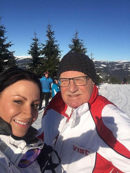 Selfie si pořídila i s vášnivým lyžařem Václavem Klausem.
