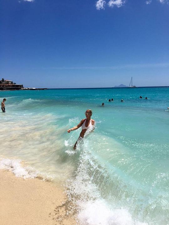 Na pláži Maho na ostrově Svatý Martin