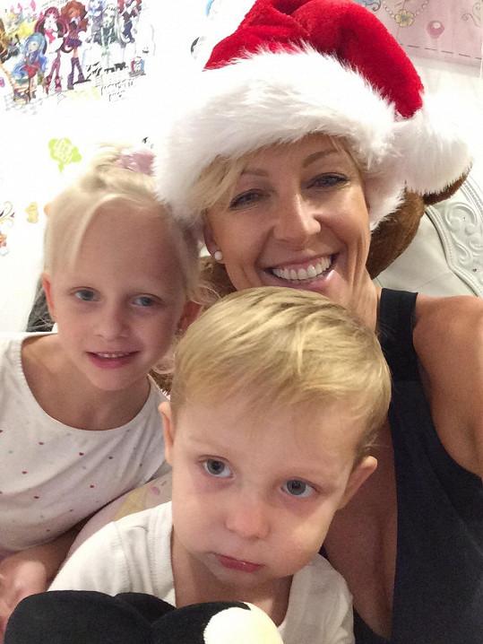 Zuza Belohorcová s dětmi