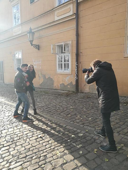 Patrik a Nikol spolu v Praze, vyrazili na vánoční trh a poté se procházeli po Malé Straně.