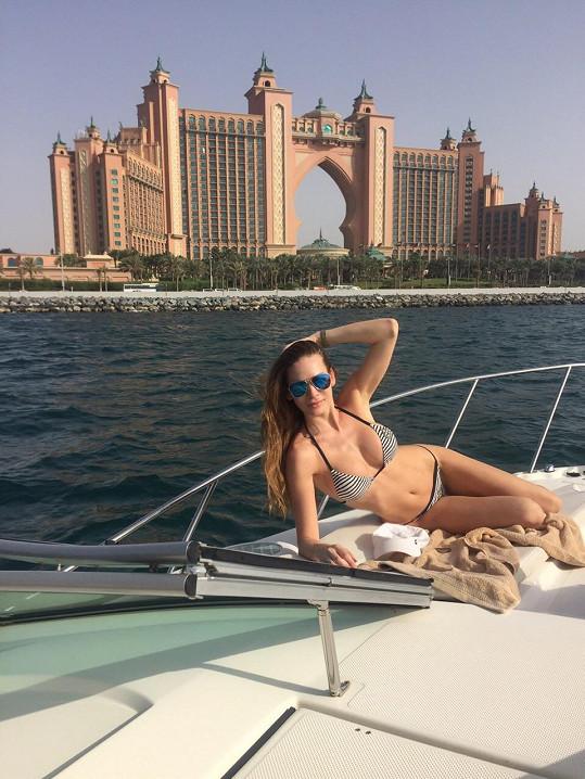 Andrea odjela na pár dní s rodinou do Dubaje.