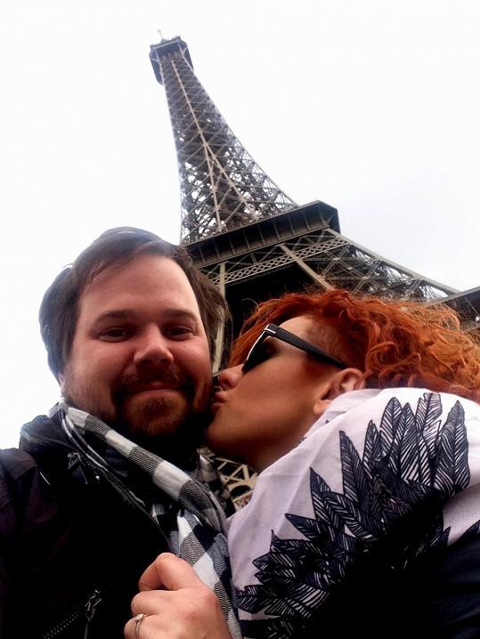 K zásnubám páru došlo v Paříži.