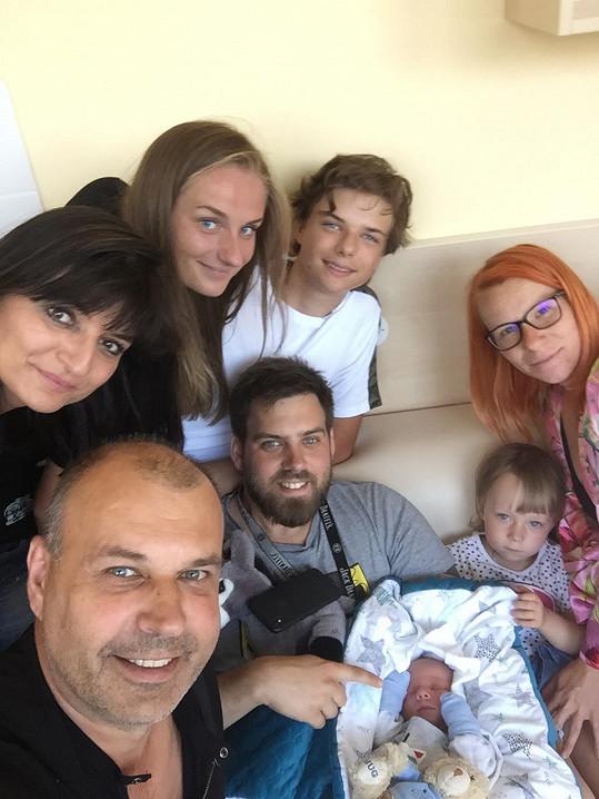 Rodina herce Petra Rychlého se utěšeně rozrůstá.